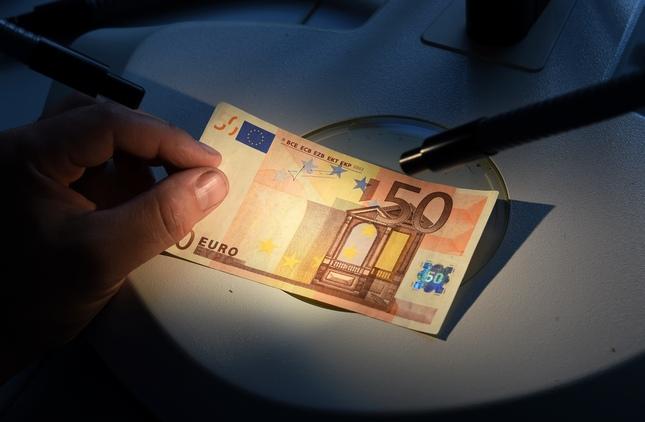 labāko automatizēto nākotnes darījumu programmatūru sešciparu digitālās valūtas tirgotājs atklāj